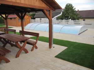 The swimming pool at or close to Villa Jäger