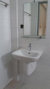 Ein Badezimmer in der Unterkunft Innwa Motel