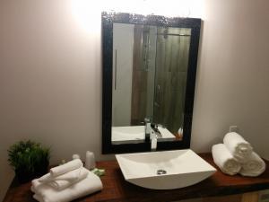 A bathroom at Motel L'Anse De La Lanterne