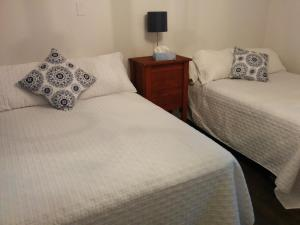 A bed or beds in a room at Motel L'Anse De La Lanterne