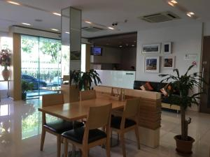 A restaurant or other place to eat at S3 Residence Park