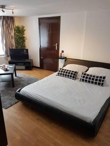 A bed or beds in a room at Le Studio by La Reine City Center