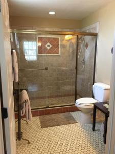 A bathroom at Virgil's Corner B & B