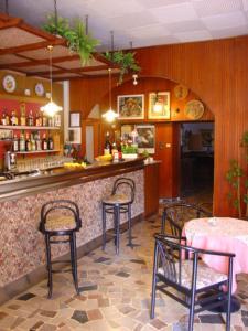 The lounge or bar area at Albergo San Cristoforo