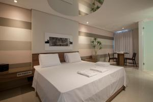 A bed or beds in a room at Motel Emoções (Adults only)
