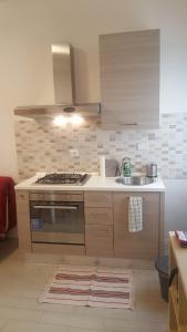 A kitchen or kitchenette at Appartamenti nonna Dina