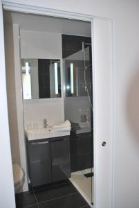 A bathroom at Le Durbuysien
