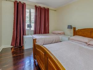 A bed or beds in a room at Exclusive Handy Holiday House