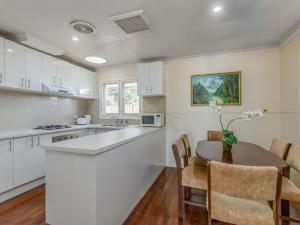 A kitchen or kitchenette at Exclusive Handy Holiday House
