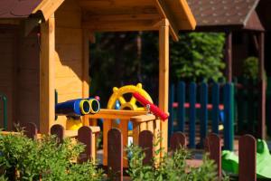 Plac zabaw dla dzieci w obiekcie Zajazd Avena