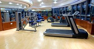 The fitness center and/or fitness facilities at City Seasons Hotel Dubai