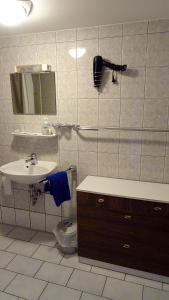 Ein Badezimmer in der Unterkunft Alb Hotel Schalksburg