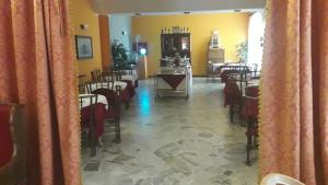 A restaurant or other place to eat at Aer Hotel Malpensa