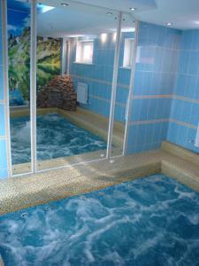 Бассейн в Мини-отель Уютный Дворик или поблизости