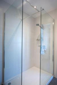 A bathroom at Baie Mooar Guesthouse