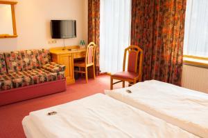 Ein Bett oder Betten in einem Zimmer der Unterkunft Elbhotel Bad Schandau