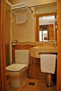 Salle de bains dans l'établissement Hostal Victoria I