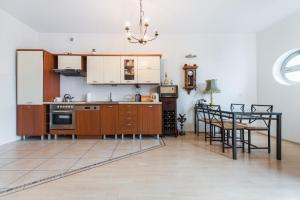 Kuchnia lub aneks kuchenny w obiekcie MW Apartamenty - MONTE CASSINO