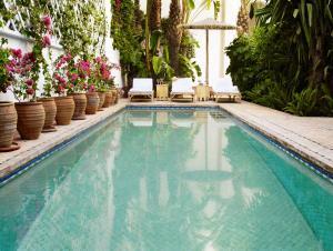 The swimming pool at or near Riad L'Hôtel Marrakech