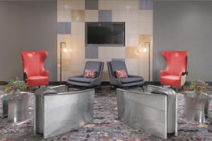 A seating area at Courtyard by Marriott Austin Pflugerville