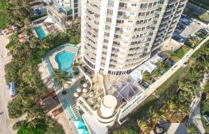 A bird's-eye view of DoubleTree by Hilton Ocean Point Resort - North Miami Beach