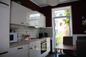 A kitchen or kitchenette at Pension Isabel No2