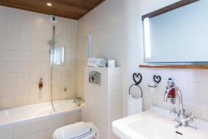 A bathroom at Le Domaine de Rouffach