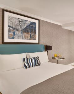 A bed or beds in a room at Citadines Barbican London