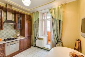 Кухня или мини-кухня в Апартаменты Делюкс в Перово