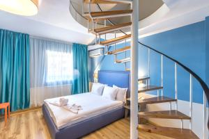 A bed or beds in a room at Boulevard Boutique Hotel
