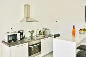 Kuhinja ili čajna kuhinja u objektu Apartments & Rooms Kata