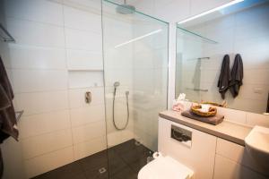 A bathroom at Seacombe House Motor Inn Port Fairy