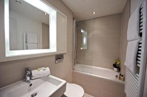 A bathroom at Fraser Residence City
