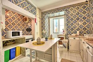 A kitchen or kitchenette at Bairro Alto Palace - Apartment for large groups