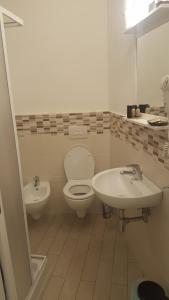 A bathroom at Appartamenti nonna Dina