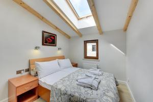 Łóżko lub łóżka w pokoju w obiekcie Lion Apartments - Parkowa 33A
