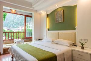 Cama o camas de una habitación en Yangshuo River View Hotel