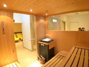 A bathroom at Parkhotel Kirchberg