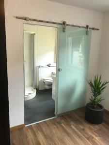 Ein Badezimmer in der Unterkunft Seehotel Lilly