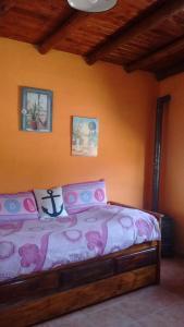 Una cama o camas en una habitación de Cabañas Los Algarrobos