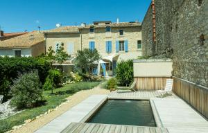 The swimming pool at or near La Maison des Vendangeurs 2