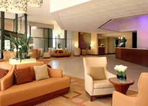 The lobby or reception area at Hilton San Francisco Airport Bayfront