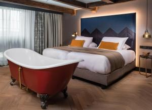 A bed or beds in a room at The Hendrick's Hotel