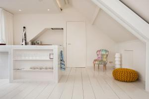 A kitchen or kitchenette at One and Only Bedroom