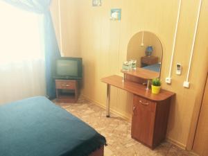 Телевизор и/или развлекательный центр в Veselaya Akula Guest House
