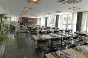 A restaurant or other place to eat at Oitis Hotel