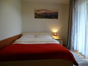 Łóżko lub łóżka w pokoju w obiekcie Pokoje Gościnne A.T. Mikołajczyk
