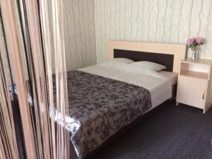 Кровать или кровати в номере 1-room Apartment near Kristal