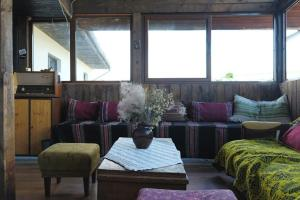 A seating area at Hikers Hostel