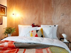 A bed or beds in a room at Q-Factory Hotel